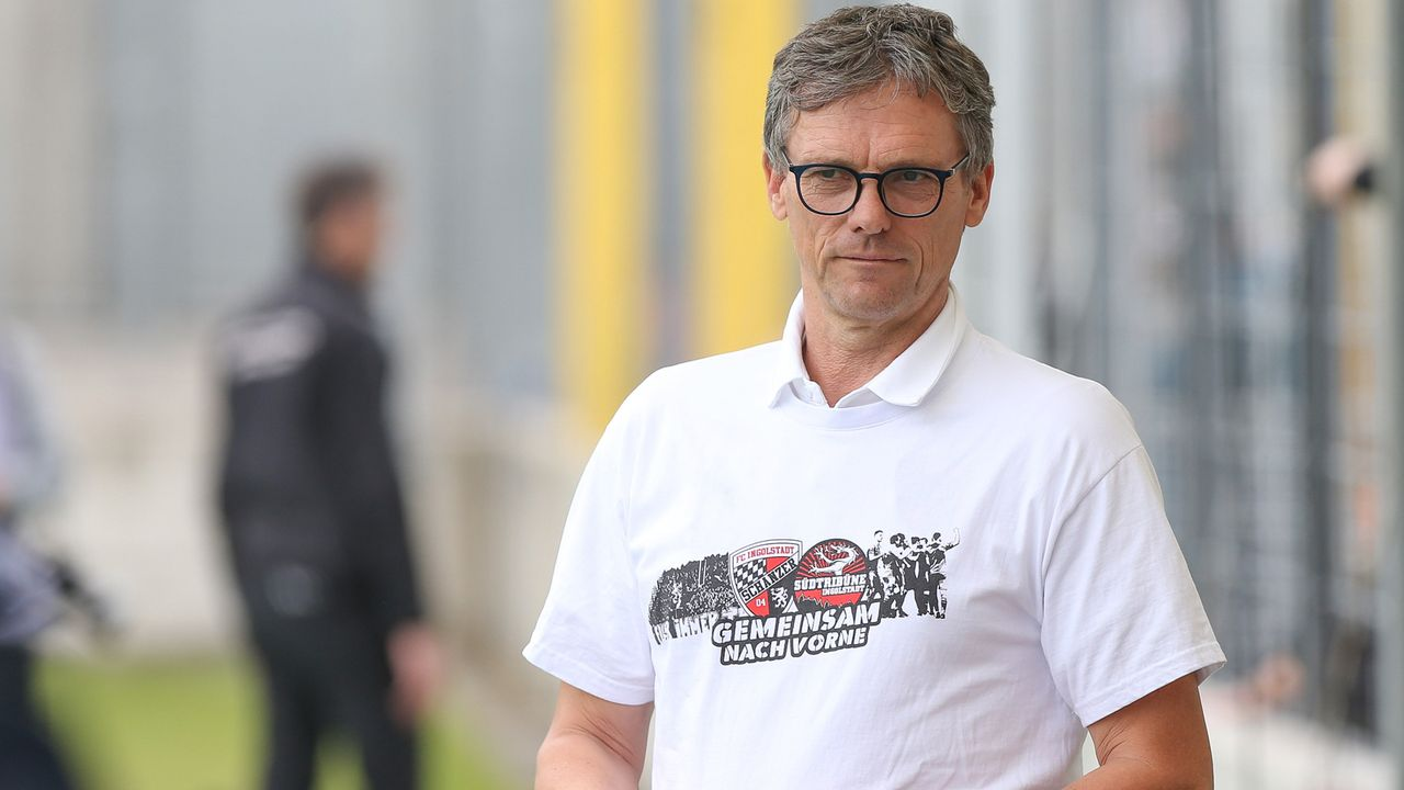 Michael Henke (Sportdirektor FC Ingolstadt) - Bildquelle: imago images/Stefan Bösl
