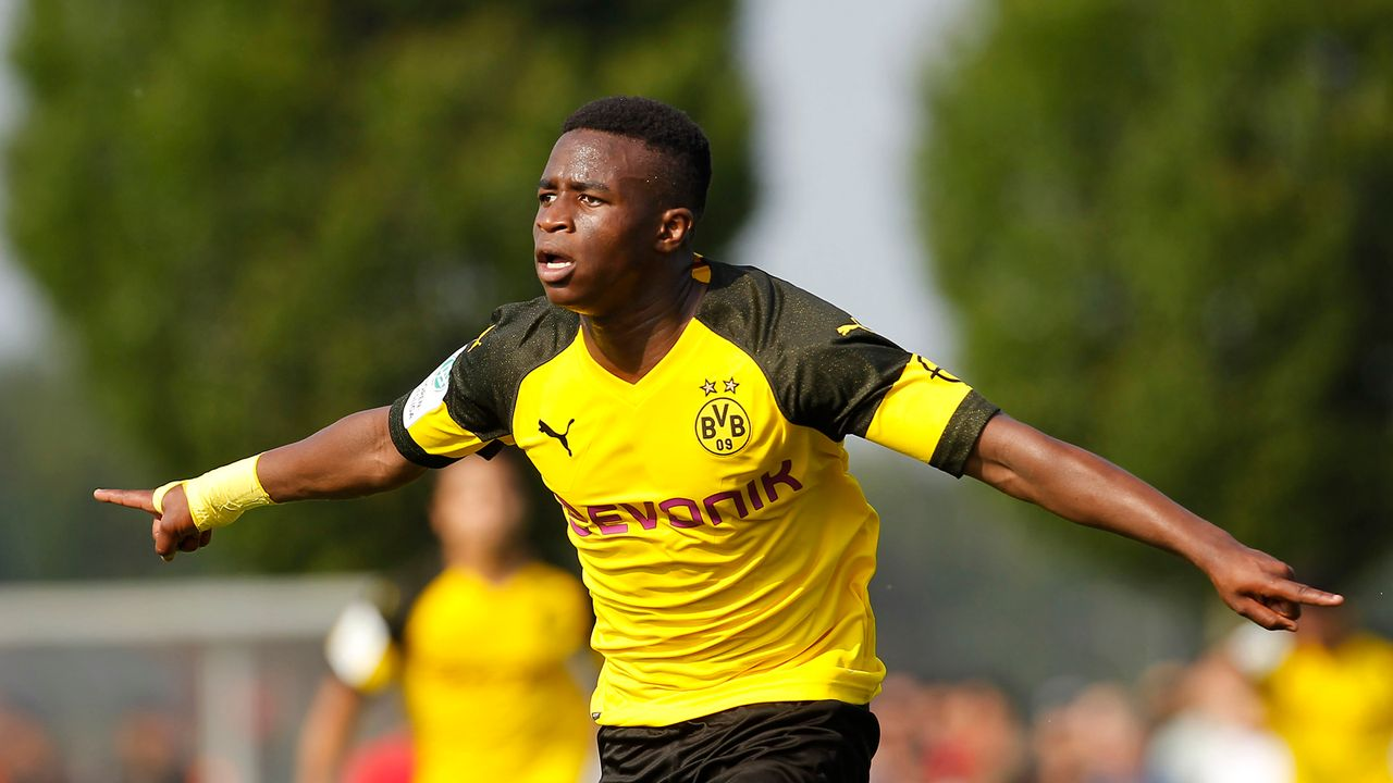 Youssoufa Moukoko gibt DFB-Comeback: Seine Mega-Zahlen der Saison - Bildquelle: 2018 Getty Images