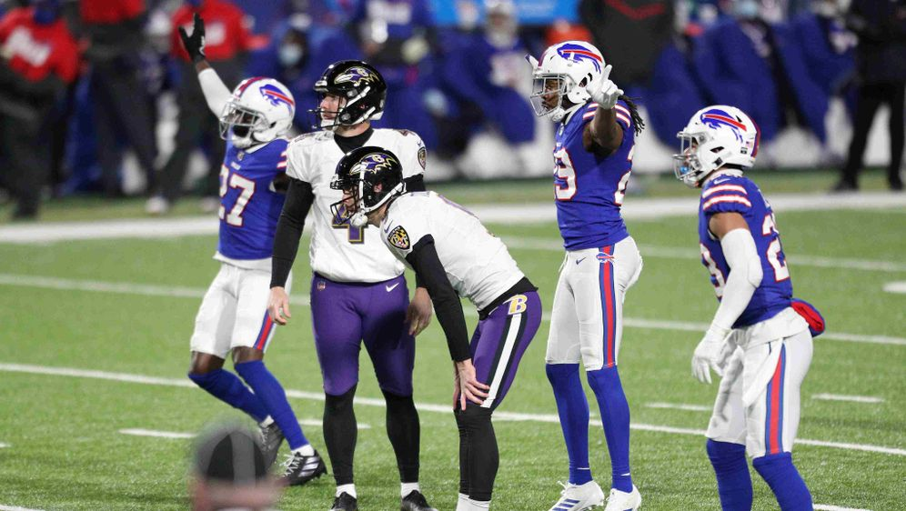 Erwischte einen gebrauchten Abend: Ravens-Kicker Justin Tucker (3.v.l.) - Bildquelle: getty