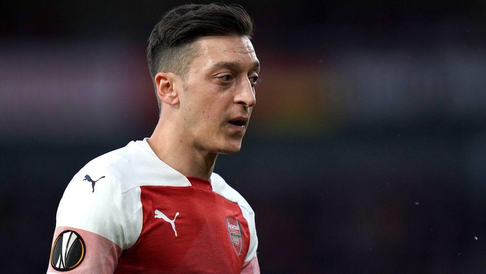Mesut Özil verliert einen talentierten Zocker für sein eSport-Team. - Bildquelle: imago