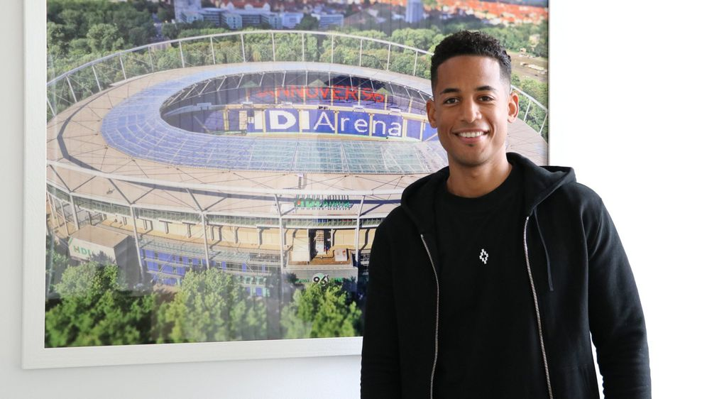 Dennis Aogo spielte zuletzt beim VfB Stuttgart - Bildquelle: twitter.com/hannover96