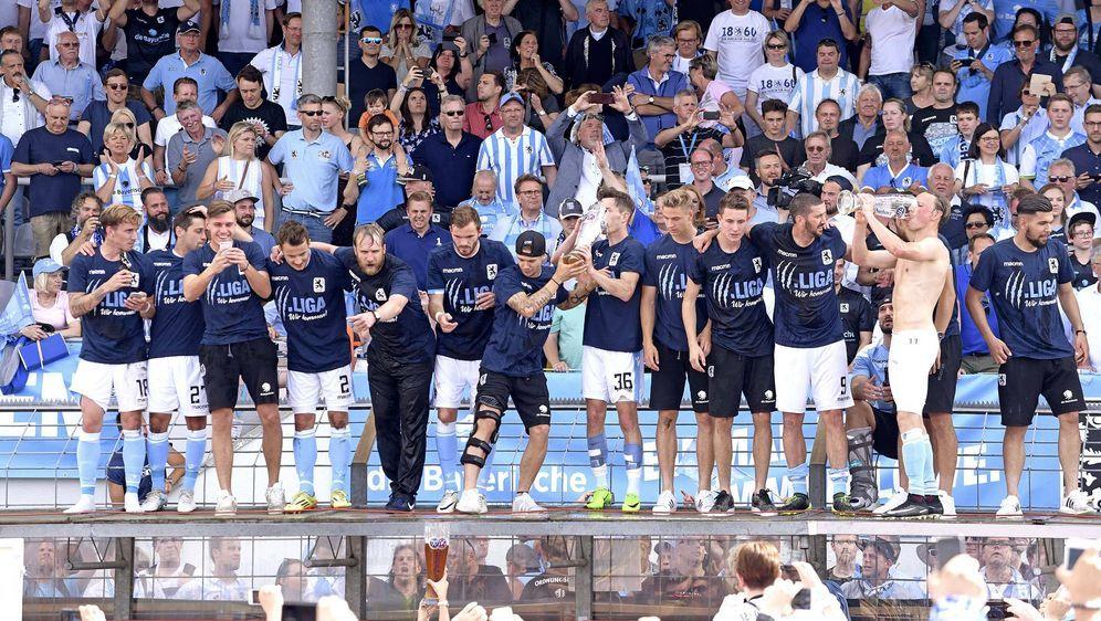 Der TSV 1860 ist zurück im Profi-Fußball. Können die Löwen auch in der Dritt... - Bildquelle: imago/MIS