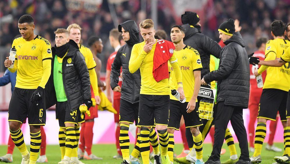 Abgang nach dem Debakel: Die Dortmunder konnten den Ort der Schmach gar nich... - Bildquelle: Getty Images