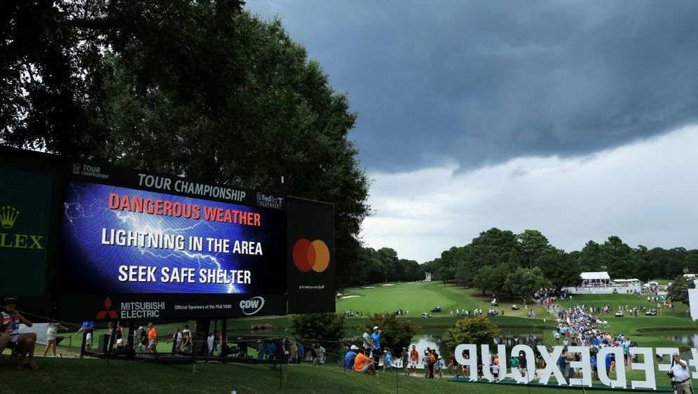 Ein Blitz beim FedExCup verletzte sechs Personen - Bildquelle: GETTY IMAGES NORTH AMERICAGETTY IMAGES NORTH AMERICASIDSTREETER LECKA