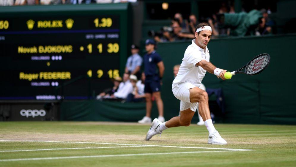 "Roger Federer vermisst den ""heiligen Rasen"" - Bildquelle: POOLAFPSIDLAURENCE GRIFFITHS"