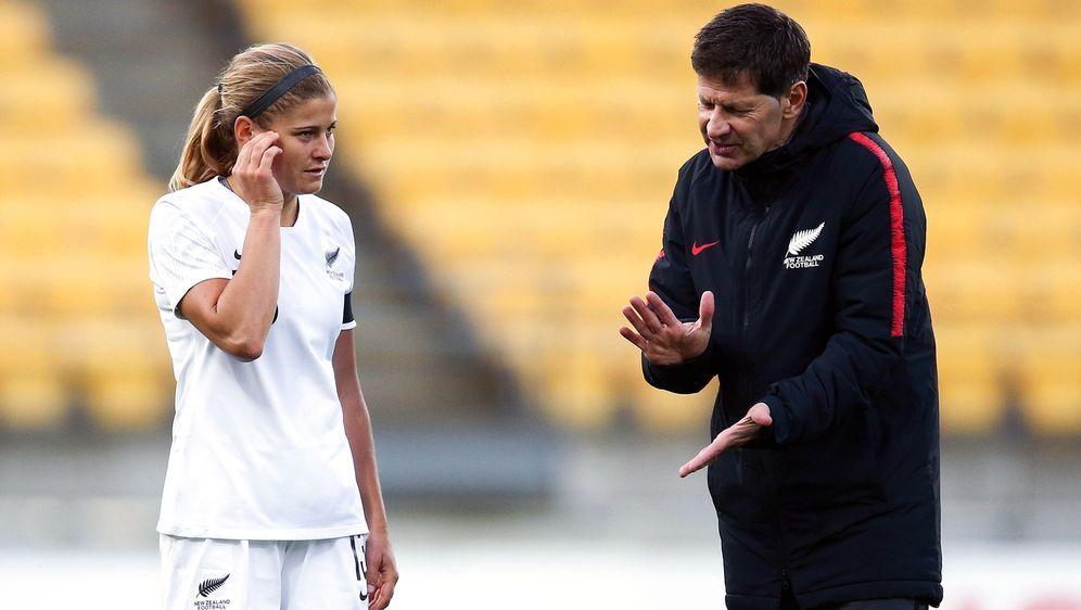Heftige Anschuldigungen gegen Ex-Trainer Heraf (re.) - Bildquelle: Getty Images