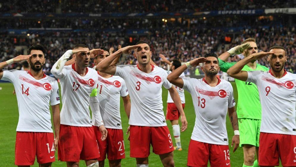 UEFA leitet Untersuchung gegen türkische Spieler ein - Bildquelle: AFPAFPAlain JOCARD