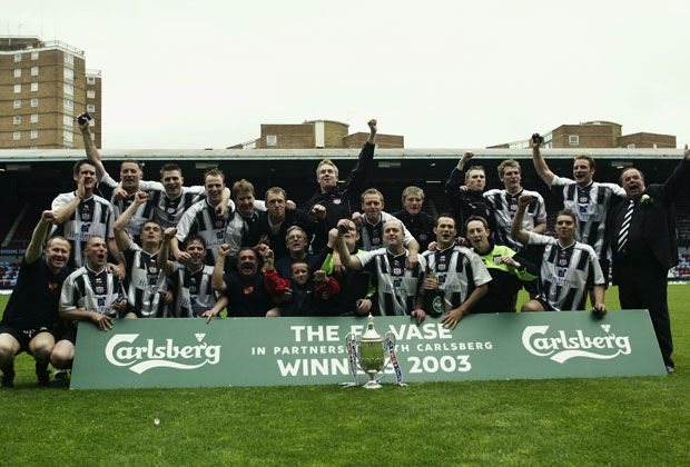 Platz 8: Brigg Town - Bildquelle: 2003 Getty Images