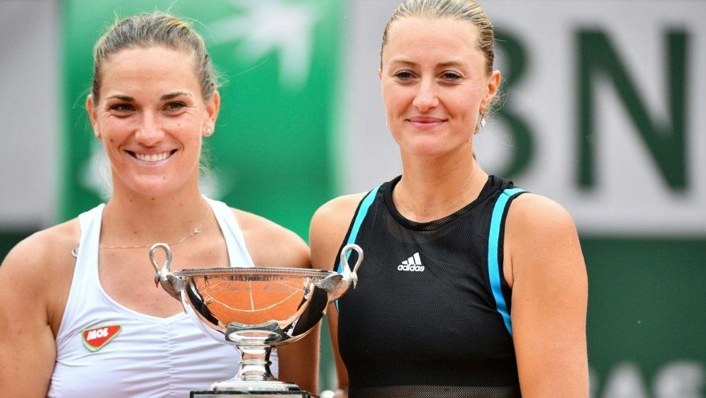 Strahlende Siegerinnen: Babos und Mladenovic - Bildquelle: AFPSIDMARTIN BUREAU