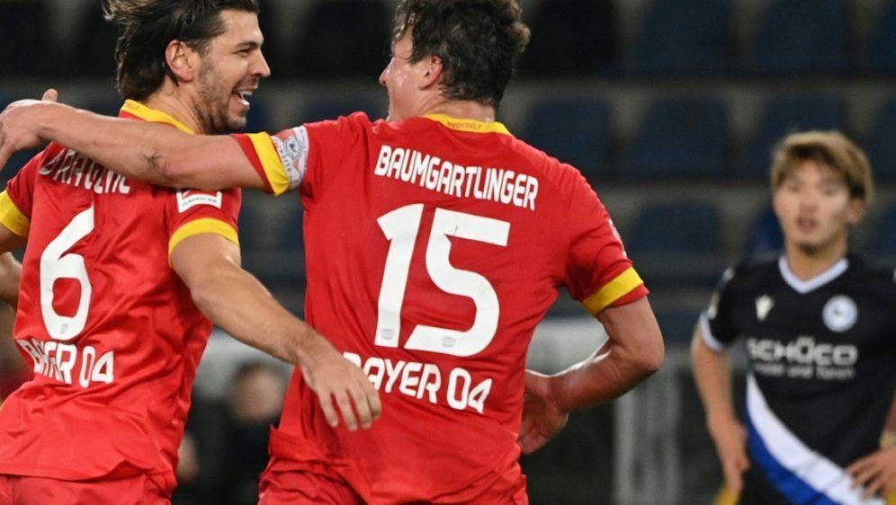 Aleksandar Dragovic (l.) traf für Bayer zum Sieg - Bildquelle: AFPSIDIna Fassbender