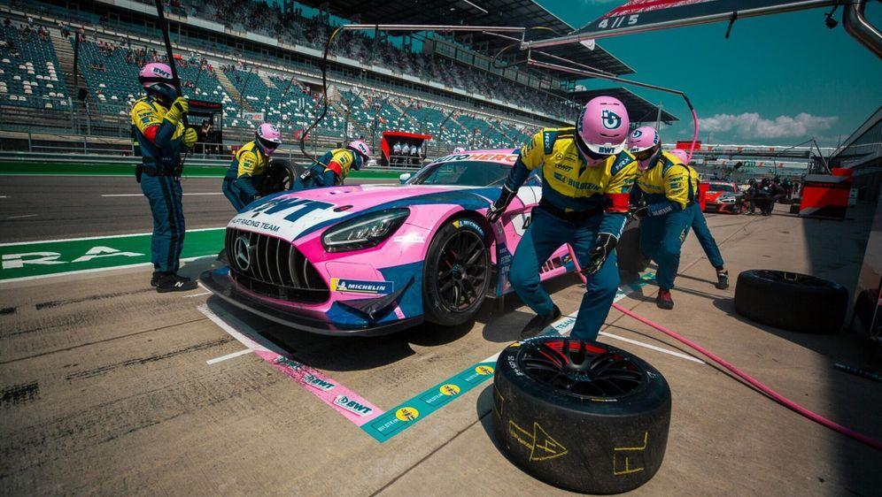 Dank der AF-Corse-Choreographie perfektionierte HRT-Mercedes die Stopps. - Bildquelle: Motorsport Images