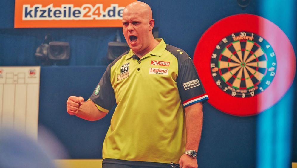Der amtierende Weltmeister Michael van Gerwen startet bei den German Darts M... - Bildquelle: Robin Böttcher