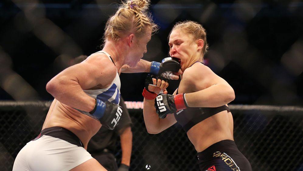 Ronda Rousey hat die Chance auf Wiedergutmachung. - Bildquelle: 2015 Getty Images
