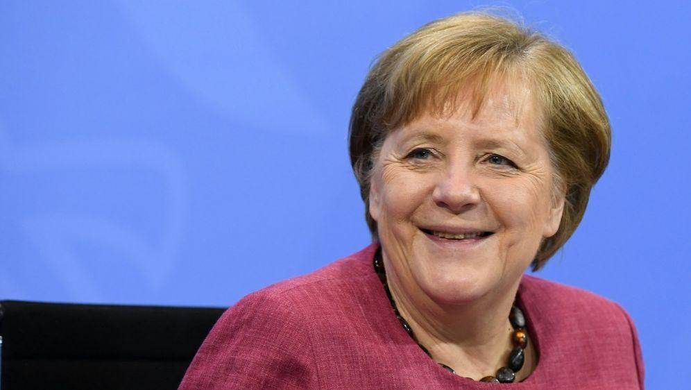 Angela Merkel hat das DFB-Team auf die EM eingestimmt - Bildquelle: AFPSIDANNEGRET HILSE