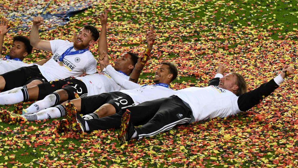 Über neun Millionen Menschen sehen U21-Finale auf ProSieben. - Bildquelle: imago