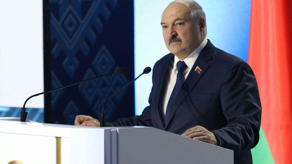 Alexander Lukaschenko übergibt Vorsitz des NOK an seinen Sohn - Bildquelle: AFPSIDPAVEL ORLOVSKY