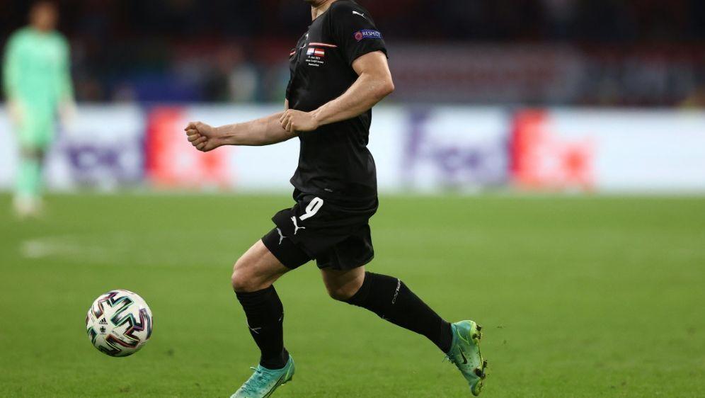 Marcel Sabitzer steht wohl beim AC Mailand im Fokus - Bildquelle: AFPPOOLSIDDEAN MOUHTAROPOULOS