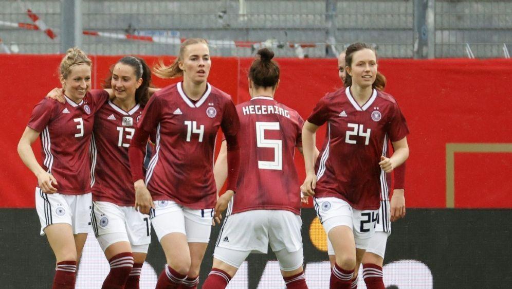 Souveräner Sieg der deutschen Fußballerinnen - Bildquelle: FIROFIROSID