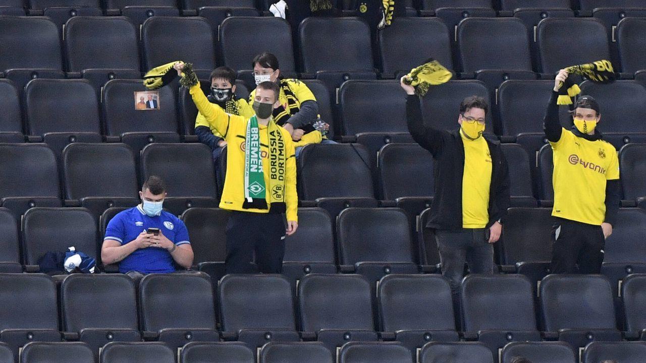 Büskens will mutigen Schalke-Fan belohnen - Bildquelle: 2020 imago
