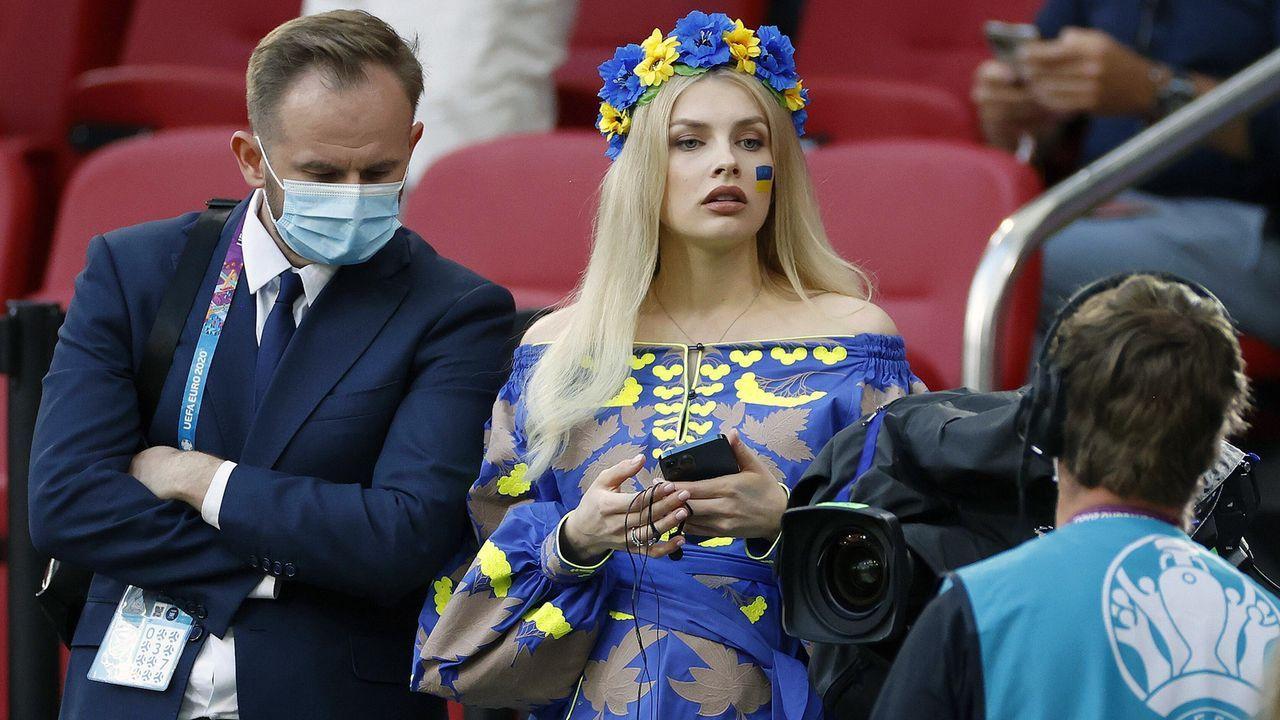 Ukrainische Anhängerin im Blickfeld  - Bildquelle: imago images/Pro Shots