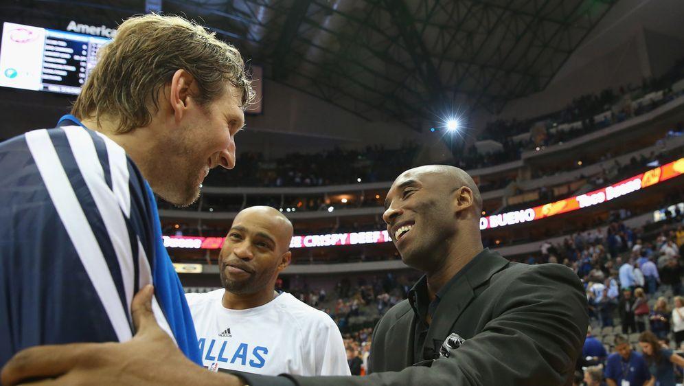 Zwei, die sich schätzten: Dirk Nowitzki und Kobe Bryant. - Bildquelle: Getty Images