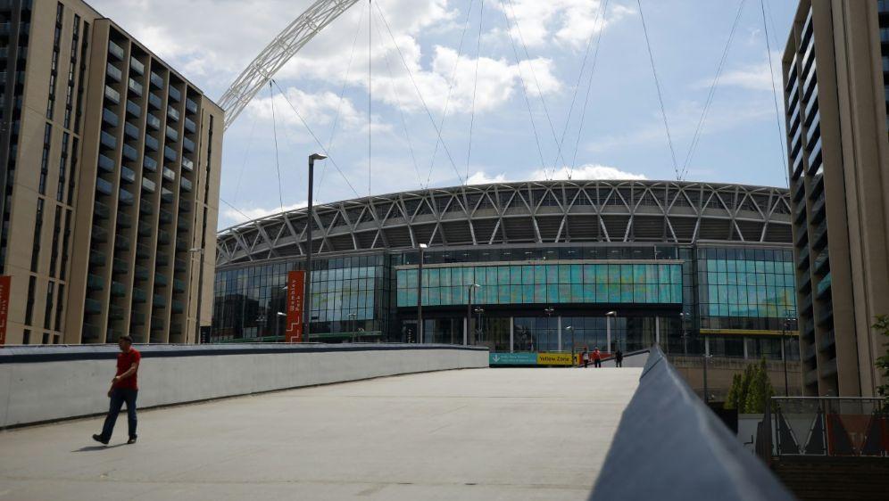Am 25. April sind 8000 Zuschauer in Wembley erlaubt - Bildquelle: AFPSIDTOLGA AKMEN