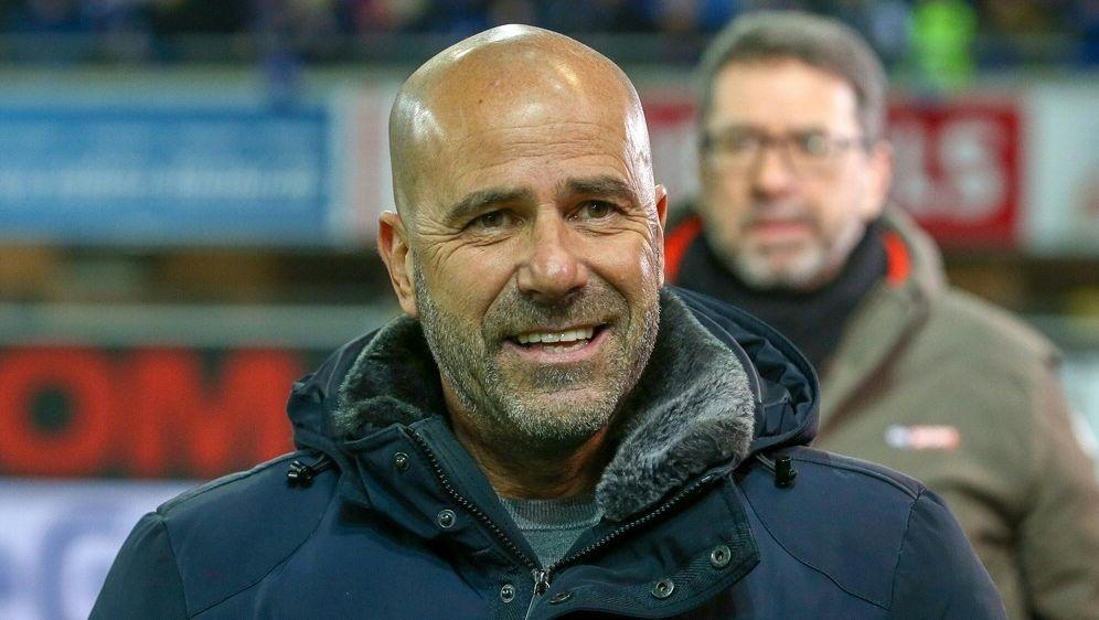 Peter Bosz erwartet schweres Spiel gegen Stuttgart - Bildquelle: FIROFIROSID