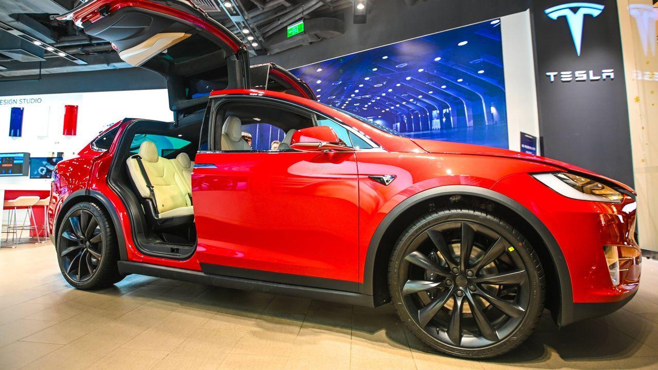 1. Tesla Model X 100D  - Bildquelle: imago images/VCG