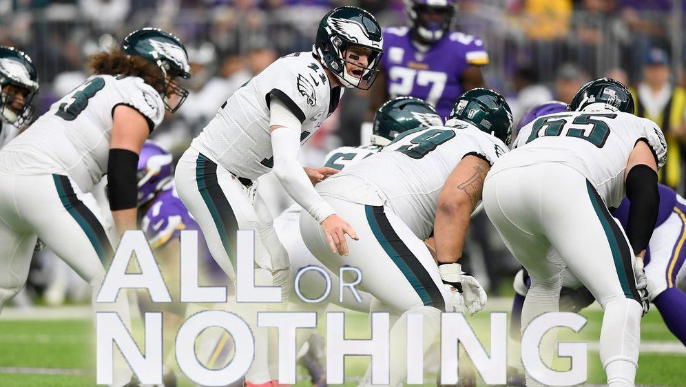 Das Team um Quarterback Carson Wentz bei All or Nothing - Bildquelle: Getty