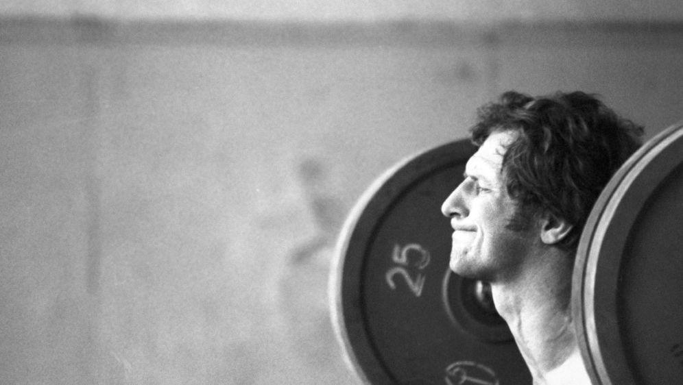 Auch an der Hantel stark: Sergej Nowikow, Judo-Olympiasieger 1976 in Montrea... - Bildquelle: SputnikSputnikSIDDMITRYI DONSKOY