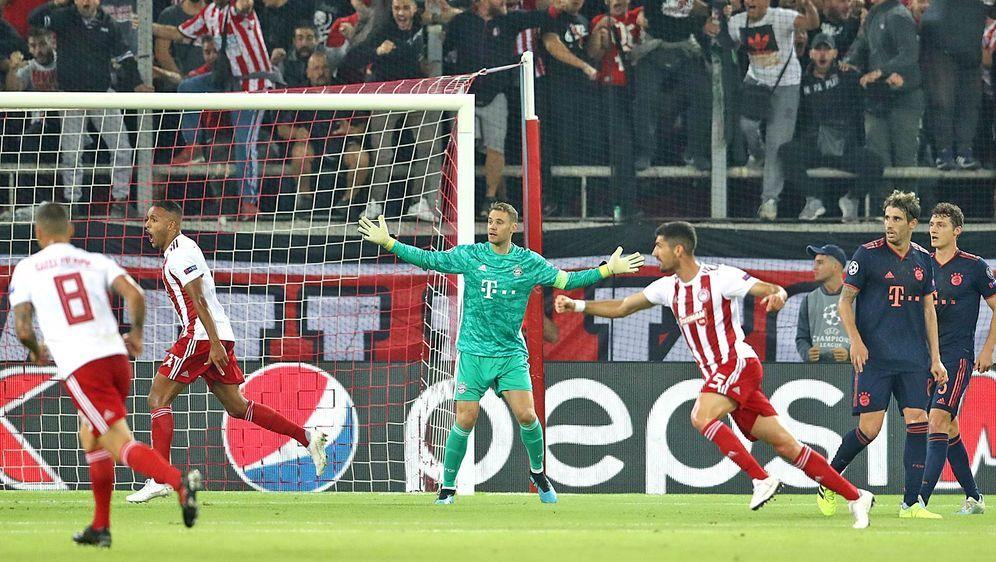 Der FC Bayern München gab gegen Olympiakos Piräus in der Abwehr erneut ein s... - Bildquelle: imago images/ANE Edition