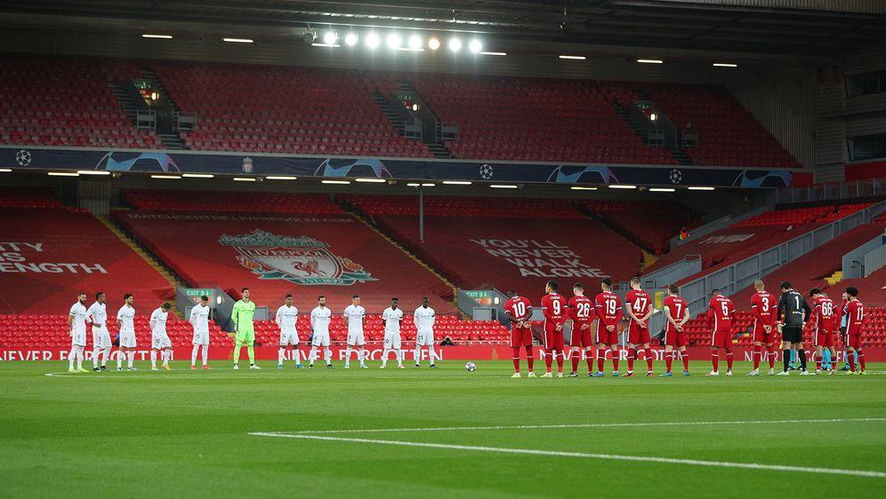 Vor der Champions-League-Partie hielten der FC Liverpool und Real Madrid ein... - Bildquelle: Imago Images