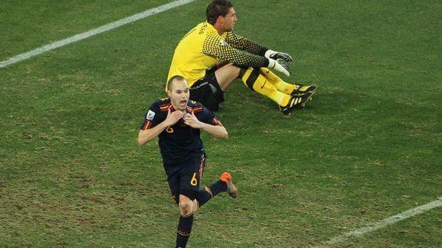 Iniesta schießt Spanien zum Titel.