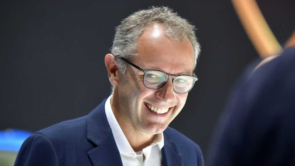 Stefano Domenicali soll neuer Formel-1-Chef werden - Bildquelle: AFPSIDTOBIAS SCHWARZ