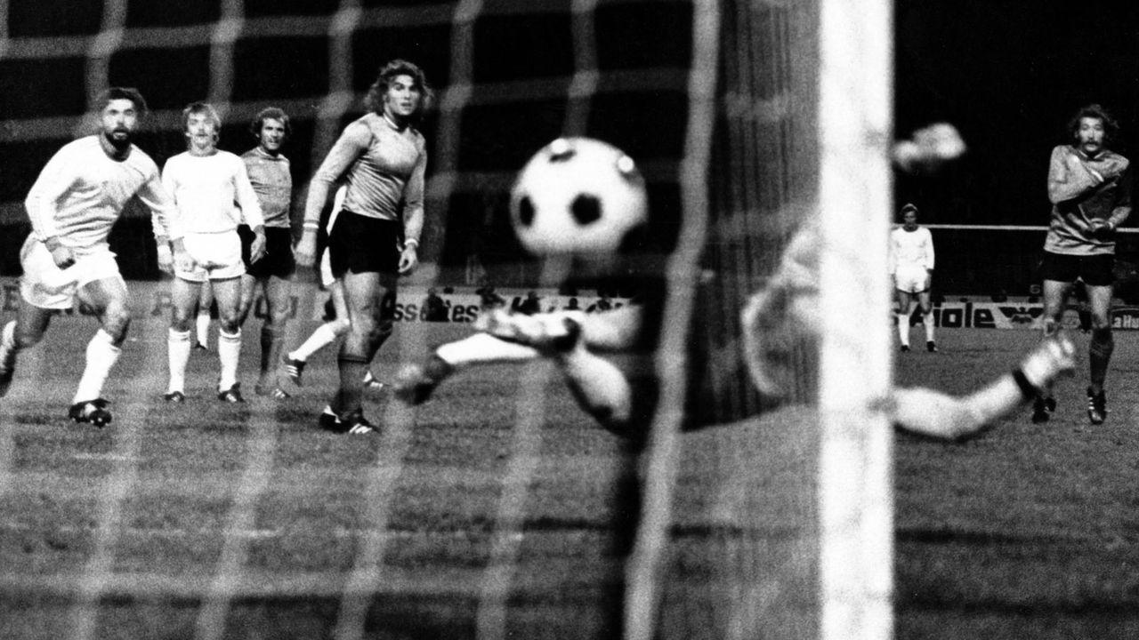 1975/76: Kein Glück für St. Etienne - Bildquelle: imago images/WEREK