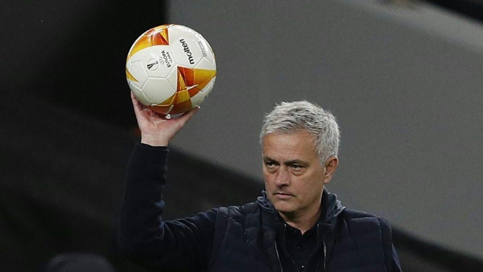 Jose Mourinho sieht viele Titelkandidaten bei der EM - Bildquelle: AFPSIDADRIAN DENNIS