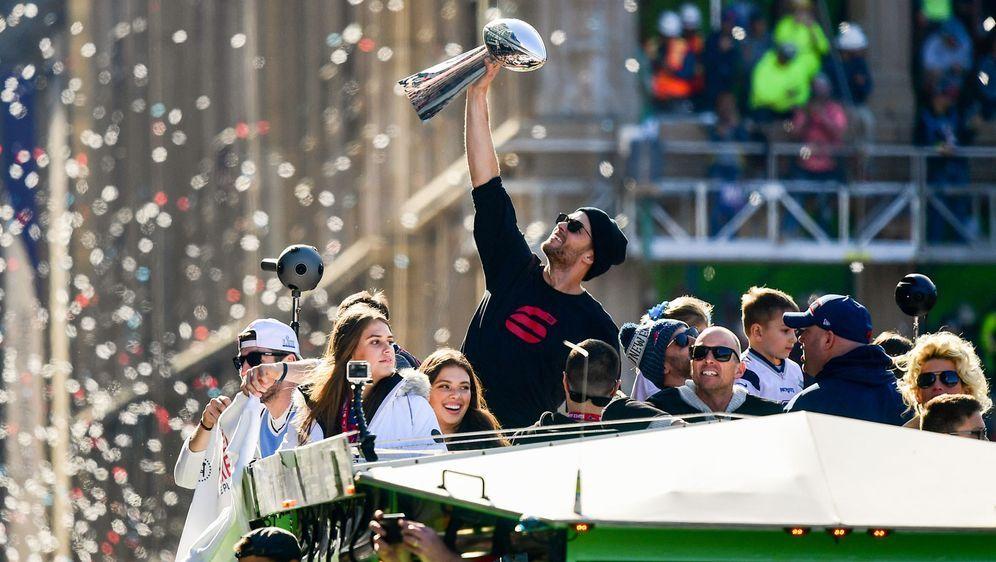 Tom Brady bei der Sieger-Parade der New England Patriots nach seinem sechste... - Bildquelle: 2019 Getty Images