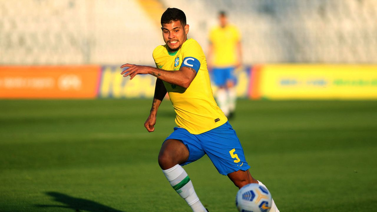 Mittelfeld: Bruno Guimaraes (Olympique Lyon) - Bildquelle: Imago Images