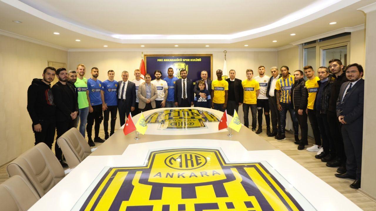 Türkischer Erstligist verpflichtet 15 Spieler am Deadline Day - Bildquelle: Twitter/Ankaragucu