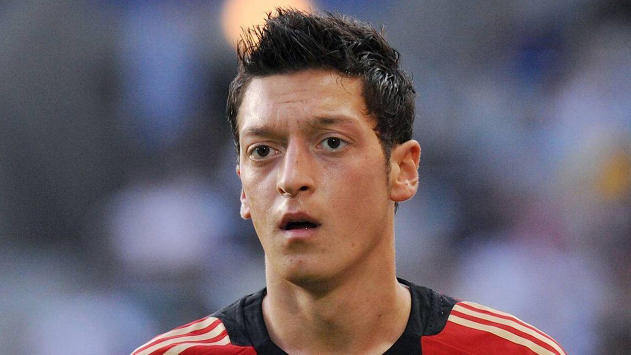 Fakt 2: Sieg gegen die Özil, Hummels und Co. - Bildquelle: imago sportfotodienst