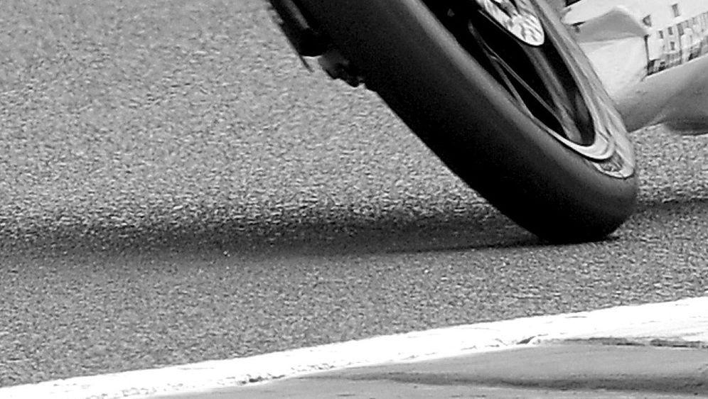 Motorrad-Pilot Dennis Lippert stirbt nach Sturz - Bildquelle: AFPSID