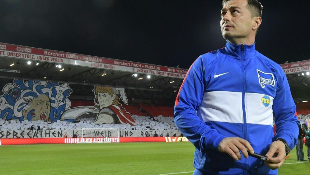 Hertha-Trainer Covic kämpft um Job. - Bildquelle: AFPSIDTOBIAS SCHWARZ