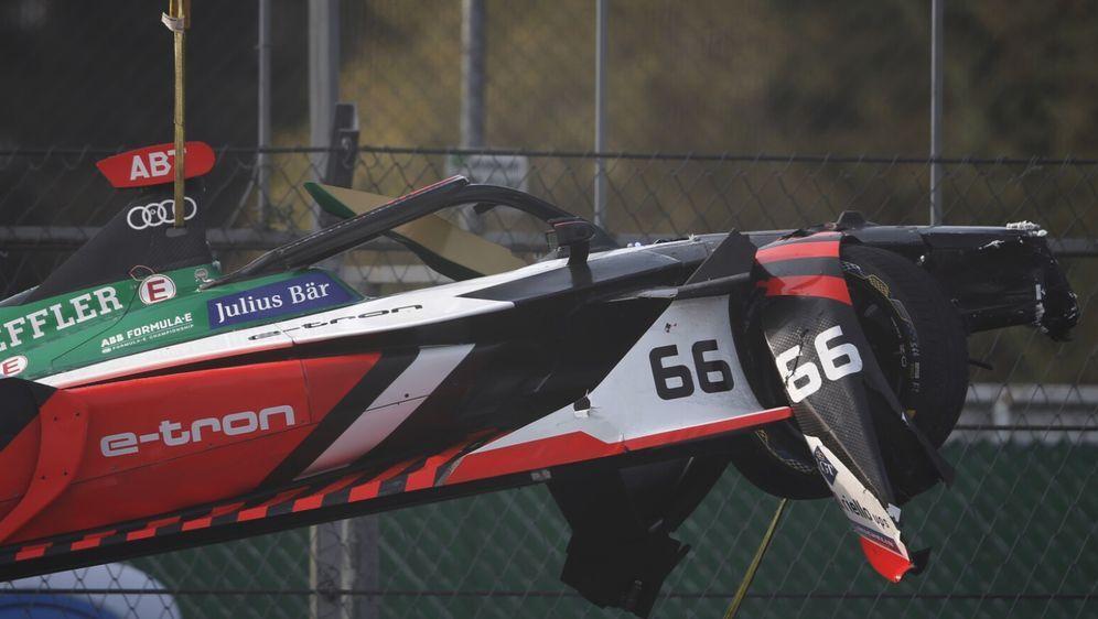Daniel Abt überstand einen heftigen Crash ohne Verletzungen. - Bildquelle: LAT