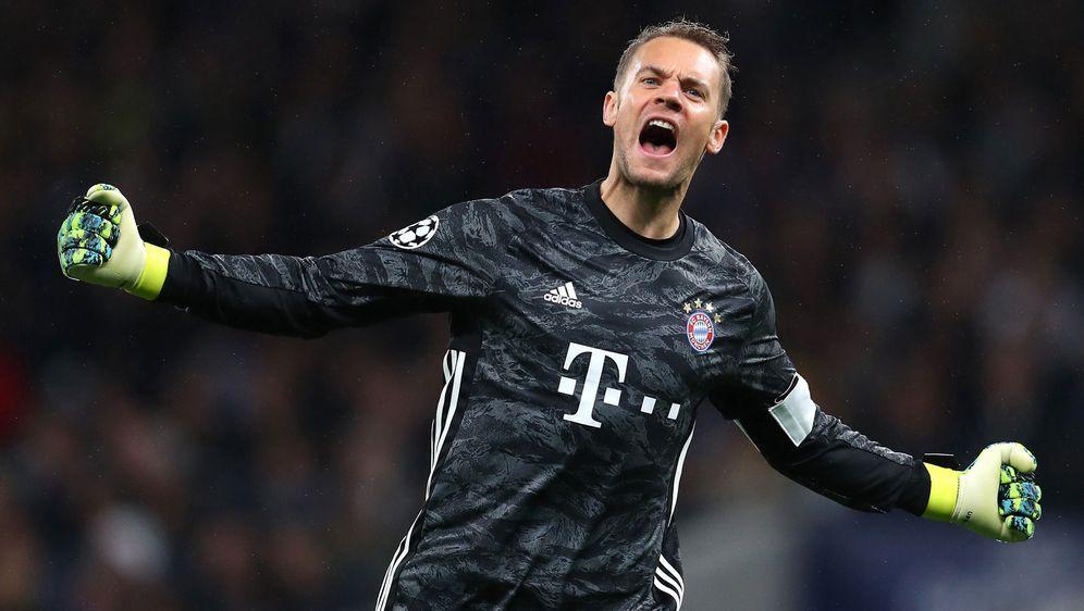 Manuel Neuer hielt seine Bayern in der ersten Halbzeit mit Weltklasseparaden... - Bildquelle: 2019 Getty Images