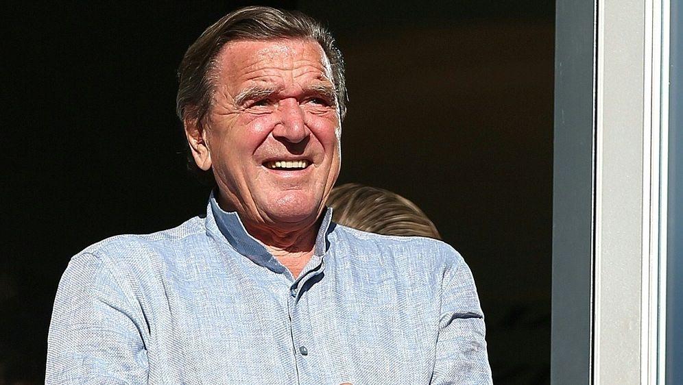 Hannover 96: Gerhard Schröder verlässt den Aufsichtsrat - Bildquelle: FIROFIROSID