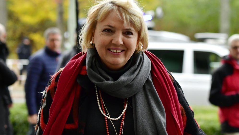 Claudia Roth bringt eine DFB-Doppelspitze ins Gespräch - Bildquelle: AFPSIDTOBIAS SCHWARZ
