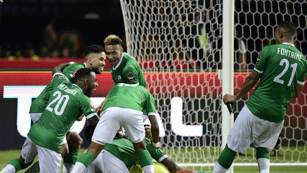 Madagaskar bejubelt den Einzug ins Viertelfinale - Bildquelle: AFPSIDJAVIER SORIANO