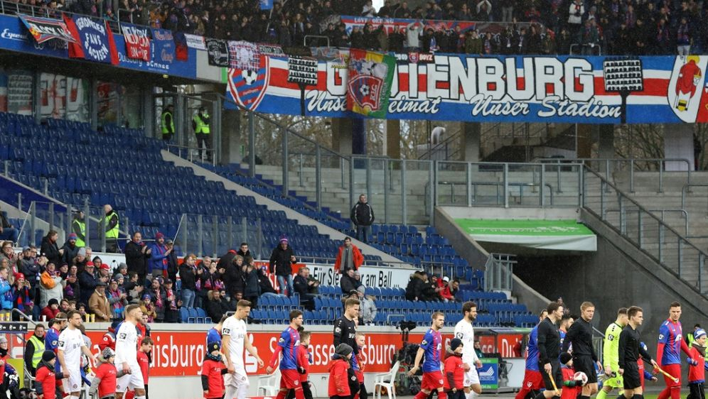 Drittligist KFC Uerdingen muss das Stadion wechseln - Bildquelle: FIROFIROSID