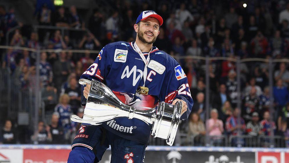 Marcel Goc wurde 2019 mit Adler Mannheim Deutscher Meister in der DEL. - Bildquelle: 2019 Getty Images