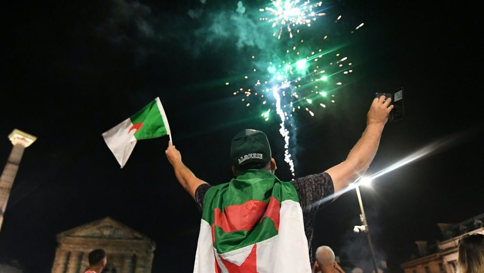 Algeriens Fans feierten ihren Afrika-Cup-Erfolg - Bildquelle: AFPSIDMEHDI FEDOUACH